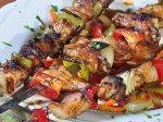 mięso nabite na patyczki od szaszłyków