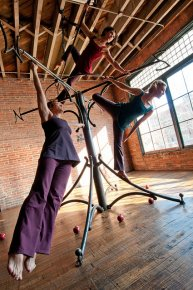 ćwiczenia akrobatów